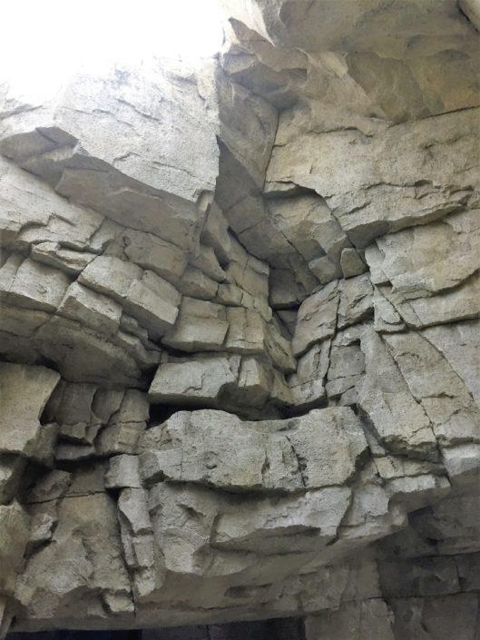 Binnen rotsmuur